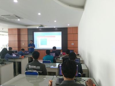 "Divisi Codelabs Unikom Gandeng Microsoft Di Ajang  ""Community Workshop"""