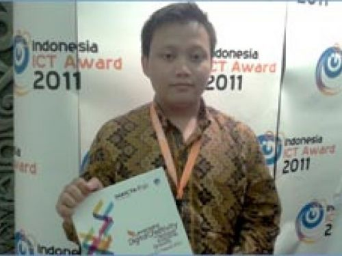 ICT AWARD 2011, Merit Award: Mouse Hand Tracking Application, Kontrol Pointer Mouse dengan Interaksi Alami Gerak Tangan (Hendri Karisma – Universitas Komputer Indonesia)